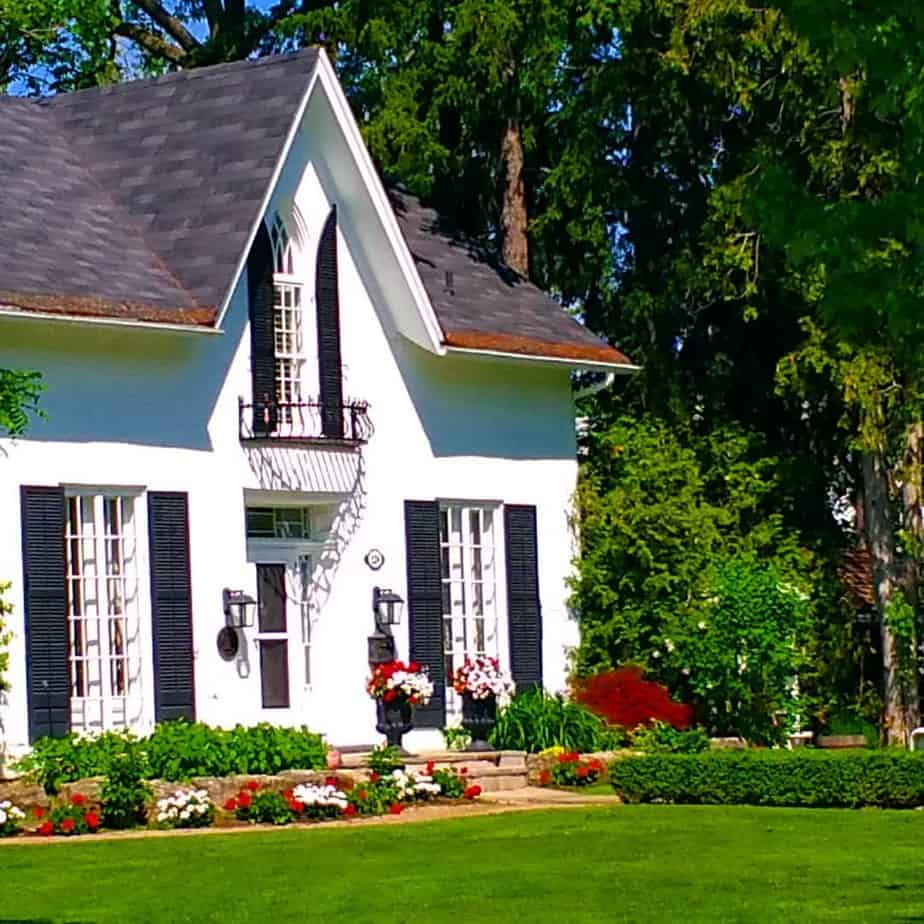 exterior-paint-colors-Exterior Paint Colors 2021: 10 Steps to Your Perfect Exterior Makeover