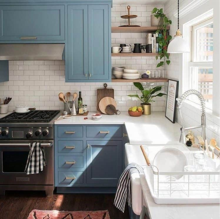 Small kitchen design 2022: Small kitchen with wall unit